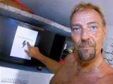 Vidéo porno mobile : A gorgeous redhead faced to two big cocks!